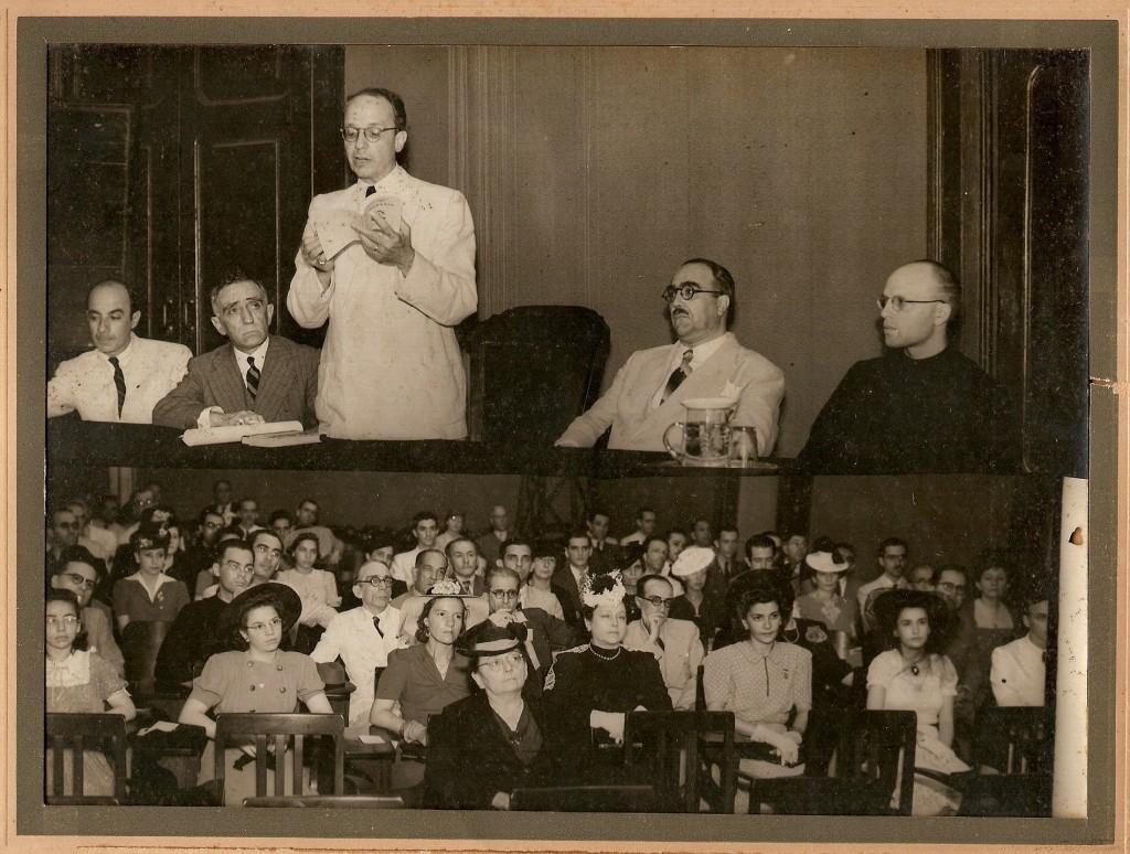 Alceu discursando no Centro Dom Vital - 1938