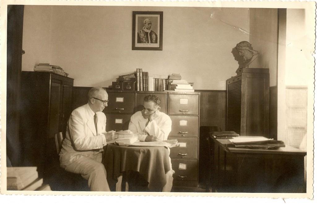 Alceu Amoroso Lima na sala da Presidência da Coligação Católica Brasileira  - 1949